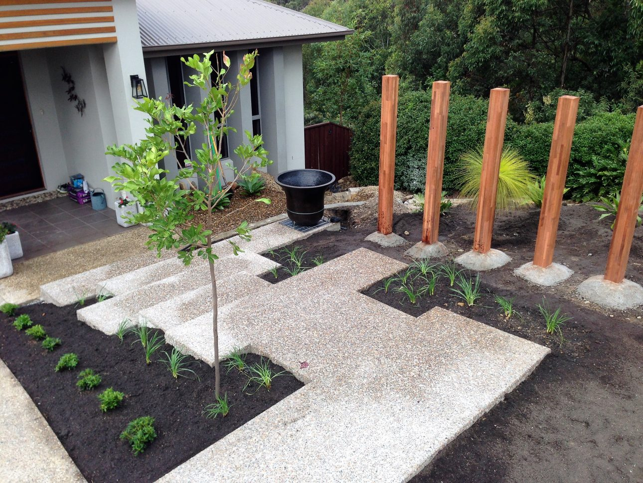Gold Coast Contemporary Front Garden With Timber Feature 1